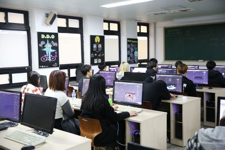 고려직업전문학교 IT컴퓨터 실습실 VR게임 제작 수업