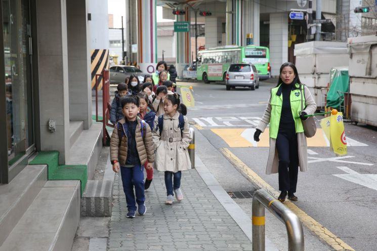 성동구, 옥수초·행당초 어린이 보호구역 교통안전시설 개선