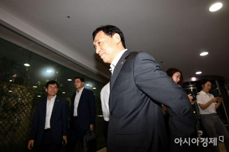 [포토]출근길 오른 이주열 한국은행 총재