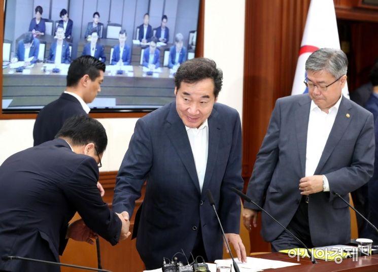 [포토]회의 참석하는 이낙연 총리