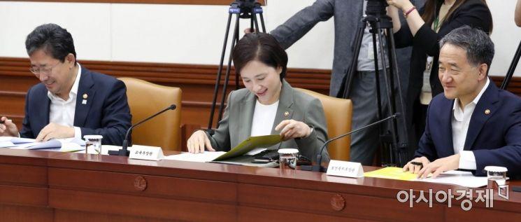 [포토]국정현안점검조정회의 준비