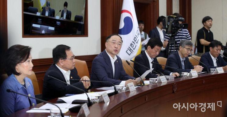 [포토] 수출규제 대응 회의 주재하는 홍남기 부총리