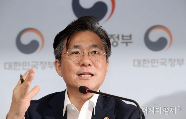 [포토] 성윤모 장관, 소재·부품·장비 경쟁력 강화대책