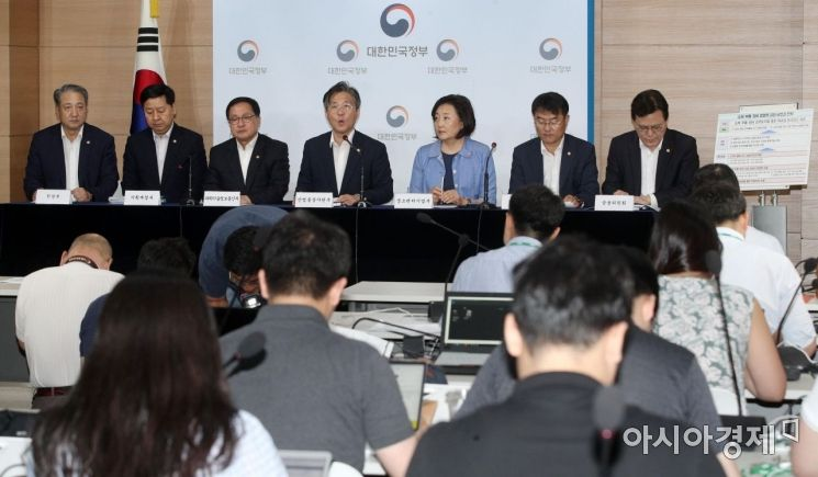 [포토] 브리핑하는 성윤모 산업통상자원부 장관