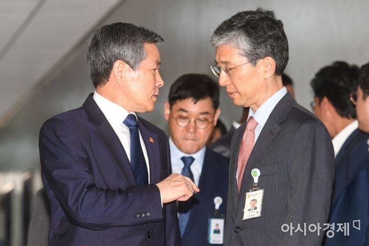[포토]국방위 전체회의 참석한 정경두 장관