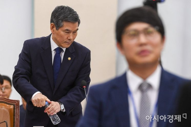 [포토]국방위 참석한 정경두 국방장관