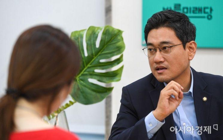 오신환 바른미래당 원내대표가 5일 서울 여의도 국회에서 기자간담회하고 있다./강진형 기자aymsdream@