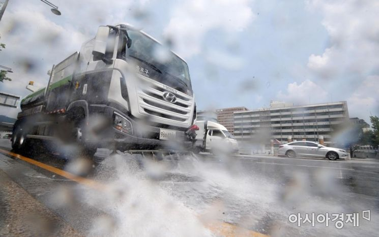 [포토] '뜨거운 도로를 식혀라'