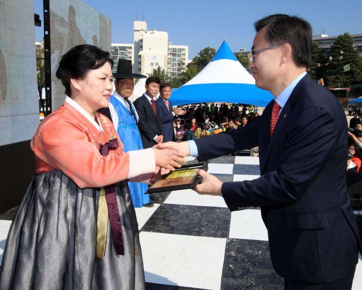 지난해 10월 '금천구민의 날' 기념식에서 '제23회 금천구민상' 시상식이 열렸다