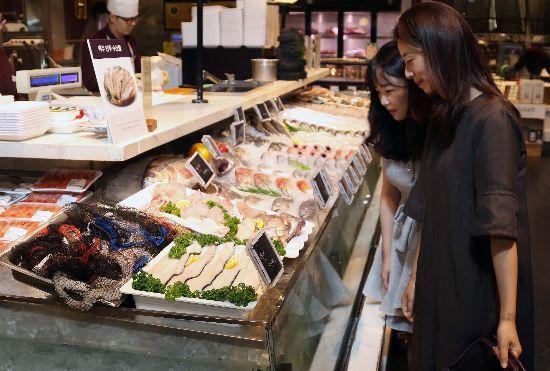 신세계百, 말복 맞아 민어·전복 최대 20% 할인판매