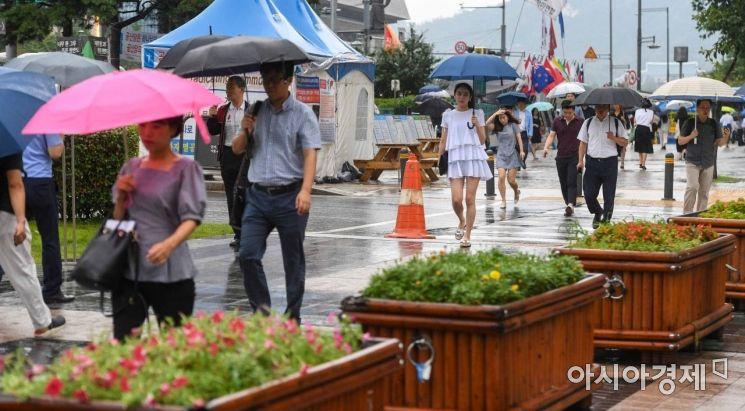 [포토]태풍 '프란시스코' 영향 비 내리는 서울