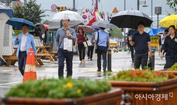 [포토]태풍 간접 영향에 비 내리는 서울