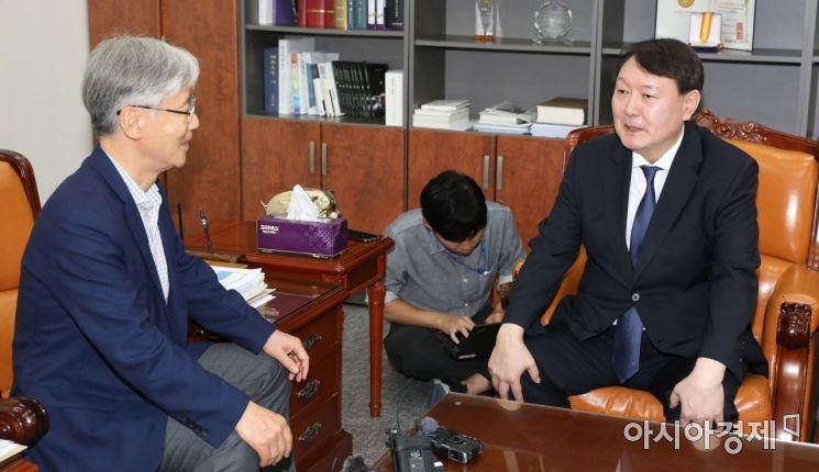 [포토] 환담 나누는 윤석열 총장·여상규 법사위원장