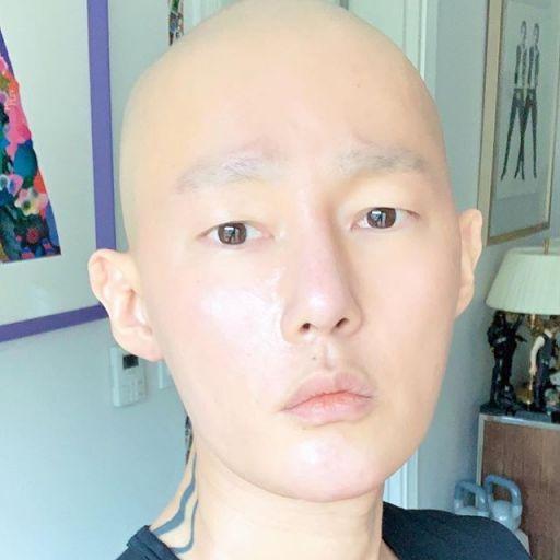 작가 겸 방송인 허지웅이 혈액암 완치 후 근황을 전했다/사진=허지웅 인스타그램