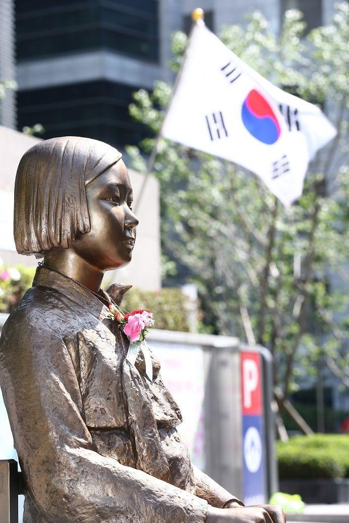 일본대사관 앞 평화의 소녀상