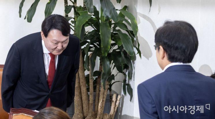 [포토] 황교안 대표 찾은 윤석열 총장