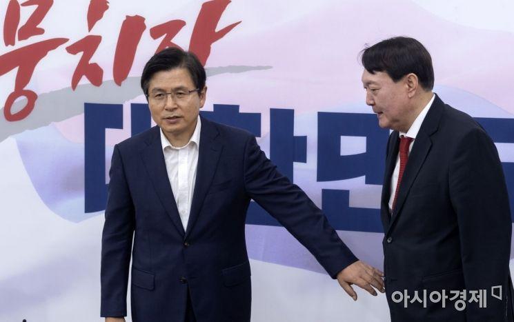 [포토] 황교안 대표 만나는 윤석열 총장