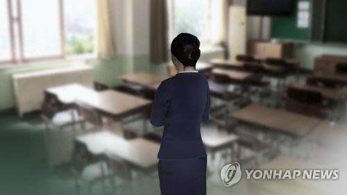 중학교 재직 중 남학생과 부적절한 관계를 맺어온 한 여교사가 경찰에 붙잡혔다/사진=연합뉴스