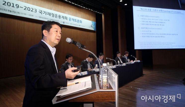 [포토] 혁신과 포용 설명하는 김정훈 원장