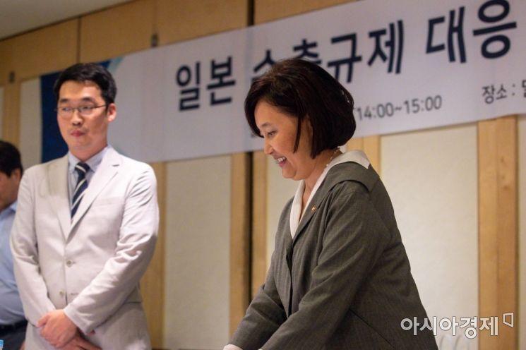 [포토]간담회장 들어서는 박영선 장관
