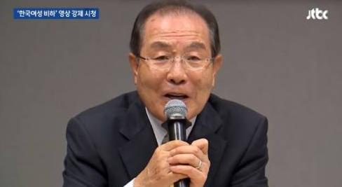 윤동한 '한국콜마' 회장이 여성을 성적으로 비하하고 문재인 정부를 비방하는 유튜버 영상 시청을 직원들에게 강요해 논란이 되고 있다. 사진=JTBC '뉴스룸'