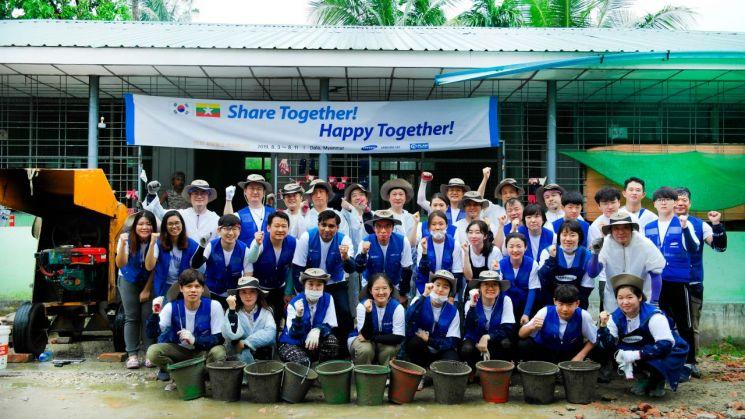 삼성물산 해외 봉사단이 이달 5일부터 8일까지 미얀마의 한 초등학교 시설 개선을 지원하는 봉사활동에 참여했다./사진=삼성물산