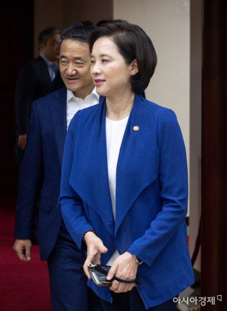[포토]사회관계장관회의 참석한 유은혜 부총리-박능후 장관