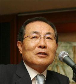 윤동한 한국콜마 회장