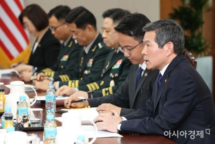 [포토]인사말하는 정경두 국방장관