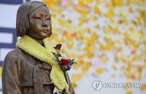 주한 일본대사관 인근에 설치된 일본군 위안부 소녀상 [이미지출처=연합뉴스]
