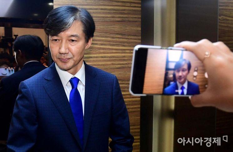 [포토]첫 출근하는 조국 법무부 장관 후보자