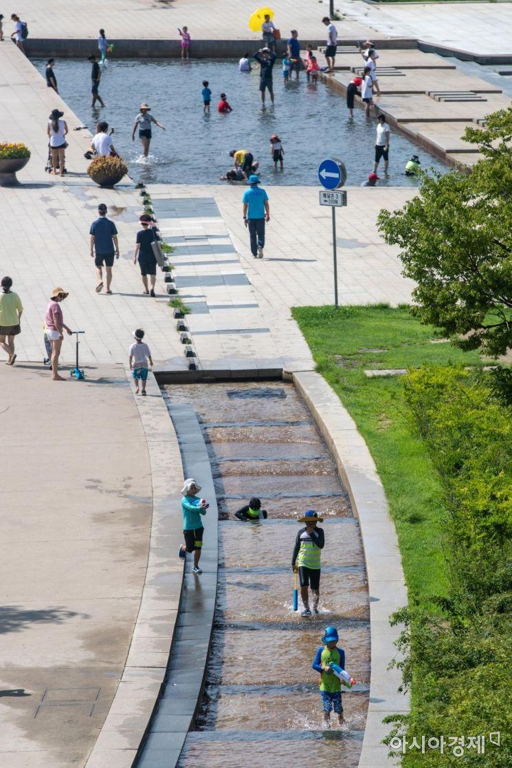 [포토]폭염에 한강공원 찾은 시민들