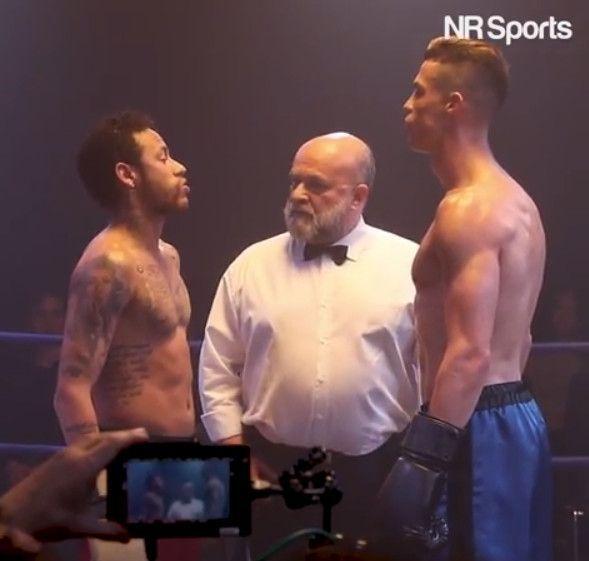크리스티아누 호날두(우)와 네이마르(좌)가 복싱 링 위에서 신경전을 벌이고 있다./사진=NR 스포츠 SNS 캡처