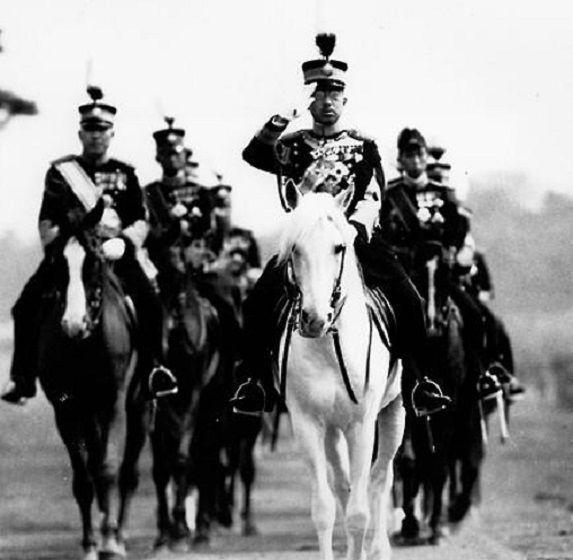 태평양전쟁 당시 일왕인 히로히토의 모습. 일왕 역시 진주만 공습 전 전략이 부재한 일본군의 작전에 대해 질타했으나 군부를 통제하지 못했으며, 일본은 승산이 전혀없는 전쟁의 소용돌이에 뛰어들게 된다.(사진=연합뉴스)
