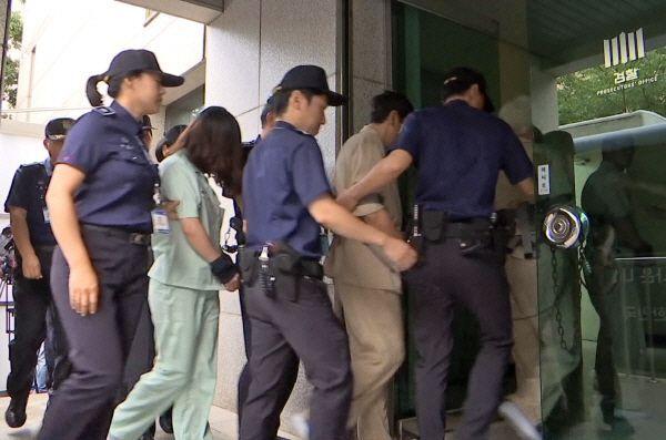 전 남편 살해 혐의로 구속기소 된 고유정이 지난 12일 오전 첫 재판을 받기 위해 제주지방법원으로 이송되고 있다. /사진=연합뉴스
