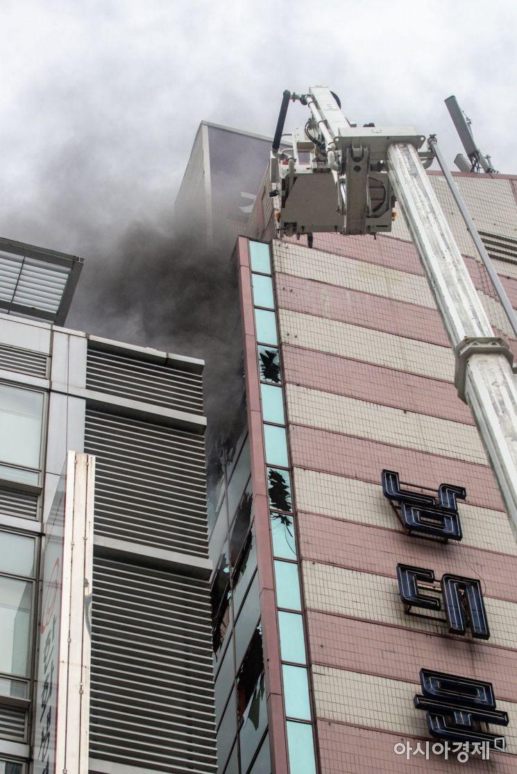 [포토]남대문 오피스텔서 불, 대응 1단계
