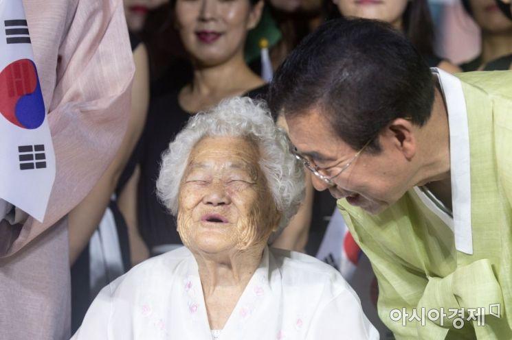 [포토]환하게 웃는 박원순 시장-이옥선 할머니
