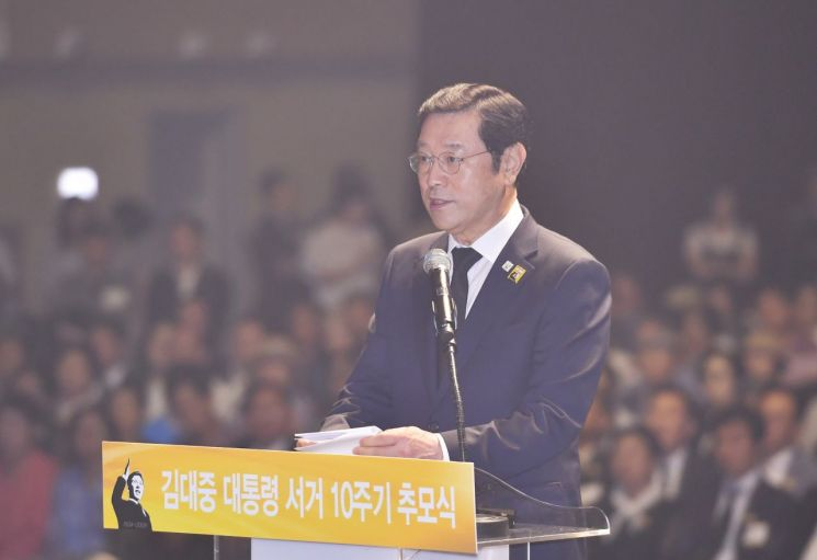 """이용섭 광주시장 """"김대중 평화주간 지정해 대통령님 추모하자"""""""
