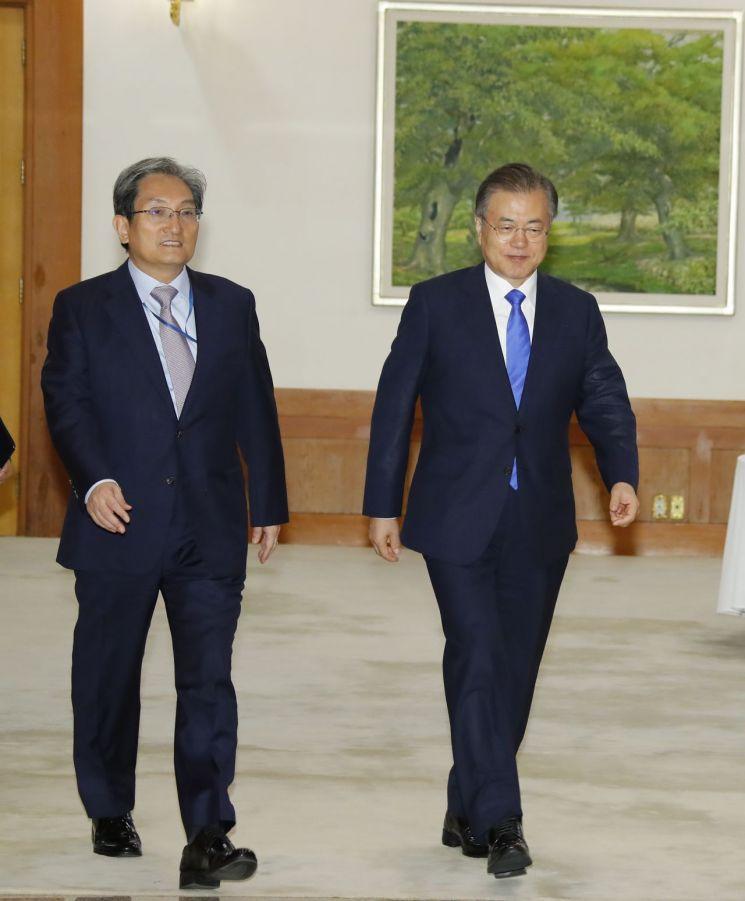 文대통령 '평화경제' 재차 강조…北 대화 테이블로 견인할까