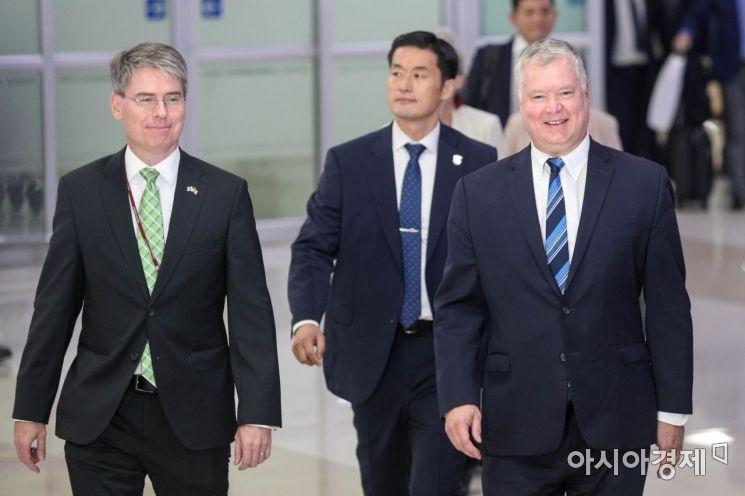 [포토]김포공항 통해 입국한 스티브 비건
