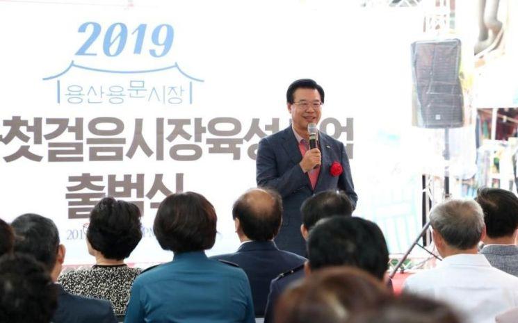 [포토]성장현 용산구청장, 용문시장 특성화 육성사업 출범식 참석