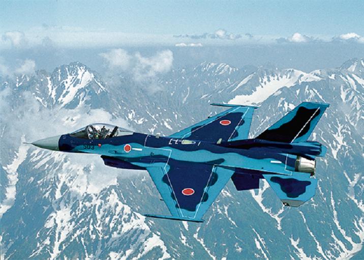 일본 항공자위대가 운용 중인 F-2 전투기의 모습. 2030년부터 F-2 전투기의 노후로 인한 퇴역이 시작되면서 이를 대체할 자체 스텔스기 개발방식을 두고 논란이 이어지고 있다.(사진=미스비시중공업 홈페이지/www.mhi.com)