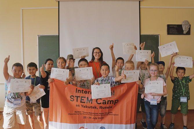 이큐스템 로봇공학(YRA) 스템 프로그램에 참가한 러시아 학생들