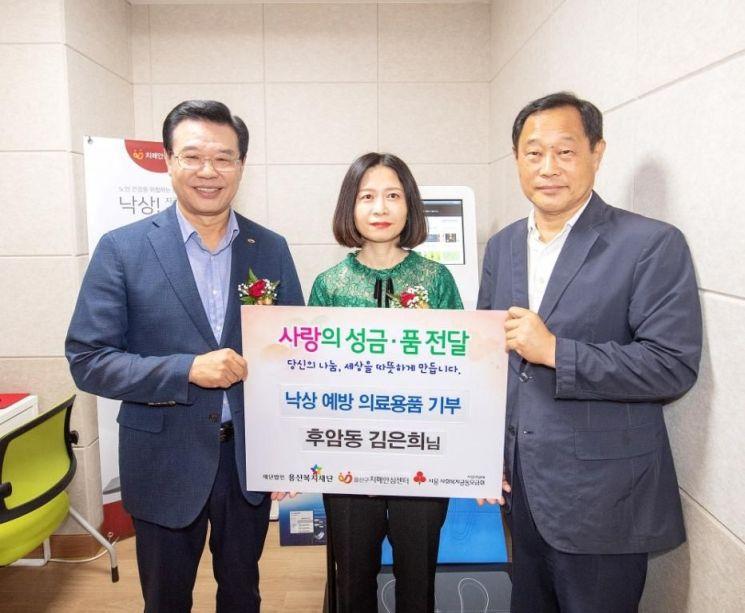 성장현 용산구청장(왼쪽) 김은희씨(가운데), 김유태 용산복지재단 사무국장