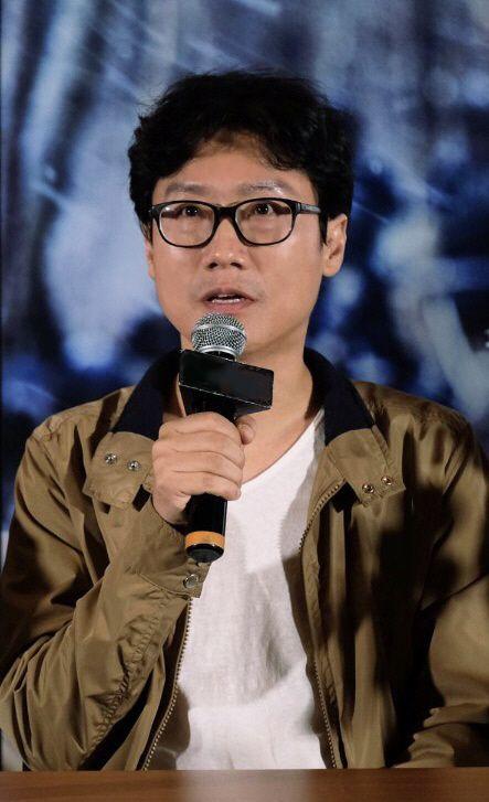 황동혁 감독