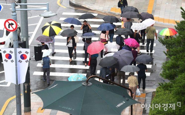 [오늘날씨] 추석 연휴 첫날, 전국 흐리고 비…천둥·번개 동반