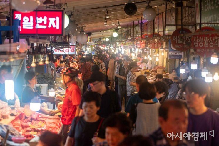 [포토]한가위 앞두고 전통시장 찾은 시민들