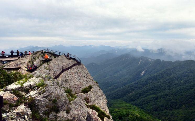 정상인 영봉에서 바라본 풍경