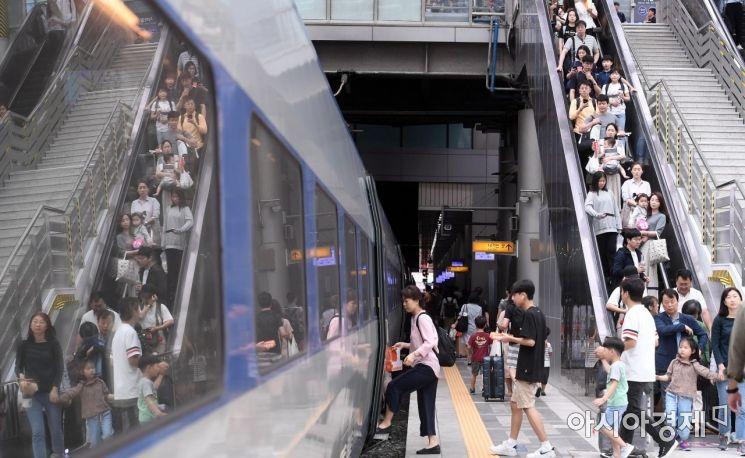 [포토] 추석 연휴 첫 날, 고향으로 향하는 시민들
