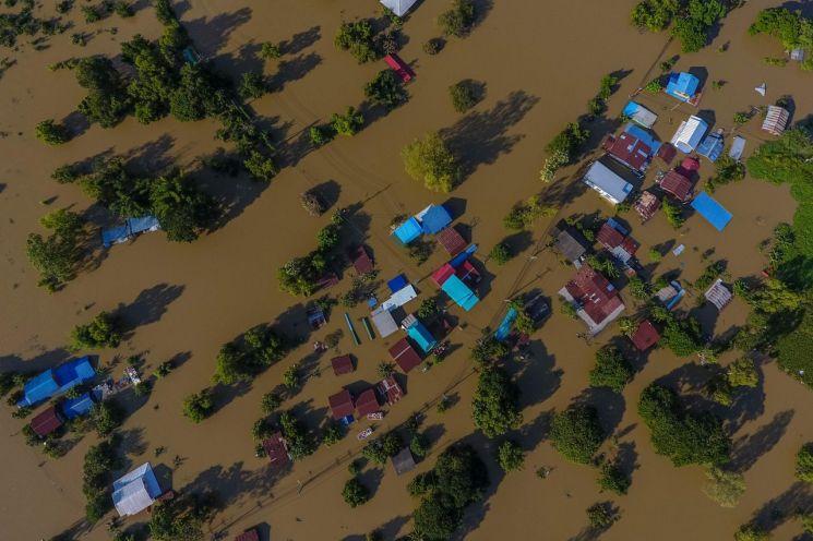 폭우로 침수된 태국 북동부 마을 [이미지출처=AFP연합뉴스]